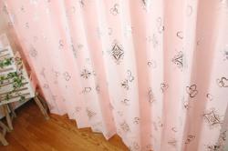 カーテン 上品でかわいいハートがシルバー箔プリントされた アリッサ ピンク 裾2